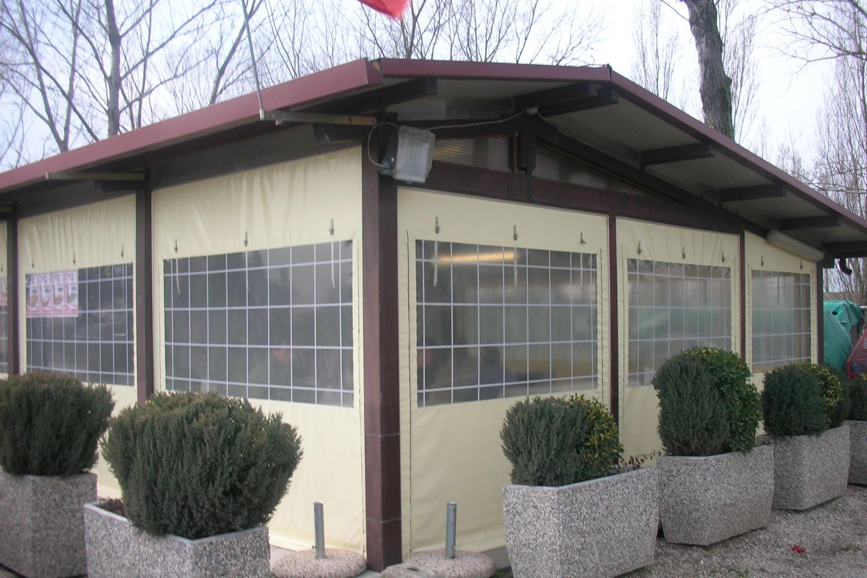 Teli finestrati per chiusure perimetrali pergolati in for Teli per laghetti pvc