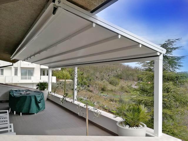 Installazione struttura in alluminio con tenda richiudibile ad impacchettamento