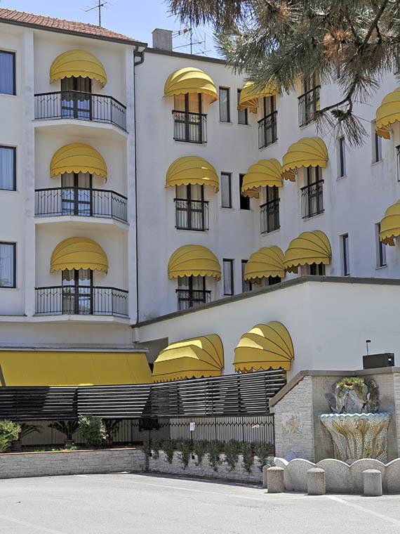 Cappottine tonde per Hotel